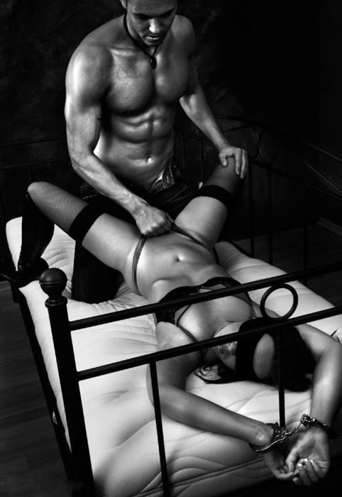 black-and-white-bondage-girl-and-boy-lingerie-sex-Favim.com-460583